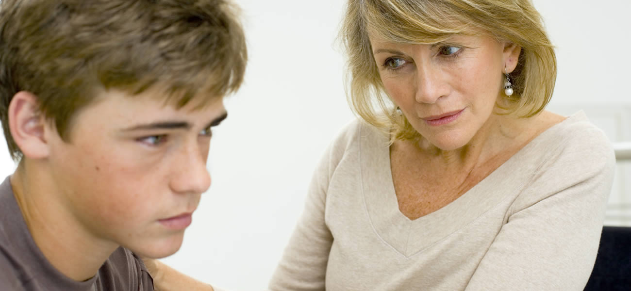 Парни молодые и знакомство женщины взрослые